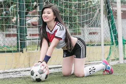 Sở thích của Huyền Trang là chụp ảnh, nấu ăn, và xem bóng đá.