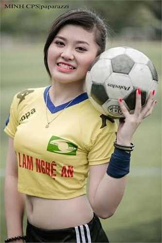 Cấp 3, Huyền Trang đã từng làm bí thư chi đoàn và được kết nạp Đảng ở lớp 12.