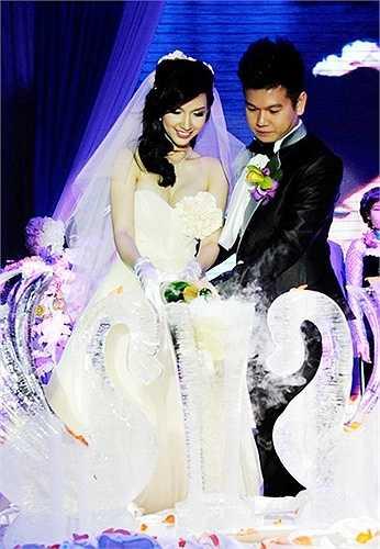 Đầu năm 2012, khi sự nghiệp đang lên như diều gặp gió, Quỳnh Chi quyết định tổ chức đám cưới với con trai nữ đại gia Diệu Hiền. Hai người quen nhau tại một sự kiện Quỳnh Chi làm MC và có sự góp mặt của gia đình thiếu gia Văn Chương.