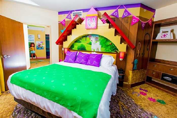 Phòng ngủ đẹp tuyệt dành cho các cô bé với chủ đề chính là Lego Friends.