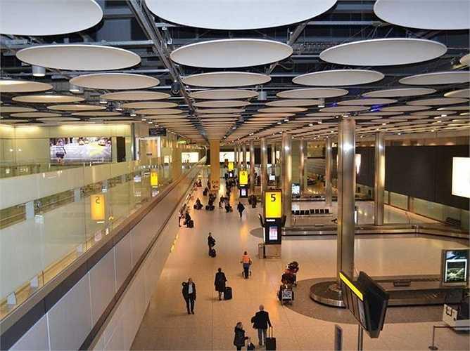 Sân bay Heathrow. Hành khách mỗi năm: 72,4 triệu lượt. Sảnh bay số 5 của sân bay này được đánh giá là sảnh tốt nhất thế giới theo Skytrax. Sân bay Heathrow cũng vừa khánh thành sảnh số 2 hoàn toàn mới và hiện đại hơn rất nhiều
