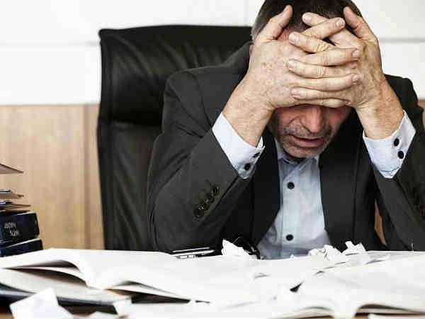 Nhức đầu: Đâu đầu đột ngột, chóng mặt kèm theo sự suy yếu một phần của cơ thể chứng tỏ não bạn đang gặp vấn đề nghiêm trọng, tiếp đó là nhịp tim tăng. Khi gặp phải tình trạng này, người bệnh cần được đến bệnh viện điều trị kịp thời.
