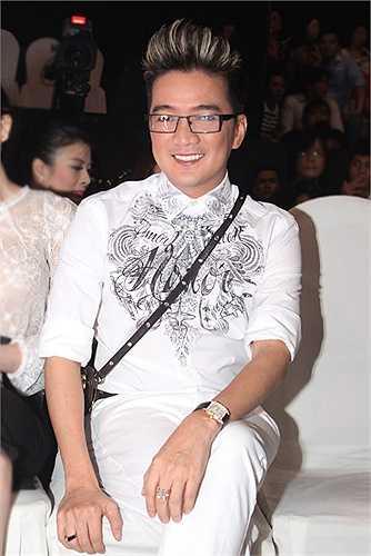 Vào năm 2012, sau khi được bầu chọn là Nam ca sĩ được yêu thích nhất tại HTV Award, thay vì vui mừng nhận giải như nhiều nghệ sĩ khác, Đàm Vĩnh Hưng lại thẳng thừng tuyên bố anh chán nhận giải thưởng.