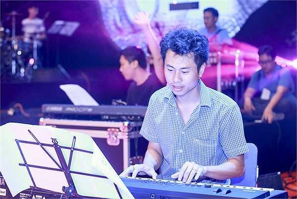 Nữ danh ca Khánh Ly cùng 4 giọng ca nữ hàng đầu là Ánh Tuyết, Hồng Nhung, Mỹ Linh và Uyên Linh đã có buổi tập cuối cùng trước khi live concert 'Gọi tên 4 mùa' chính thức diễn ra.