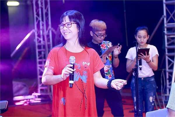 Ca sĩ Khánh Ly đã tập liên tục trong những ngày qua, nhưng bà vẫn có mặt từ rất sớm