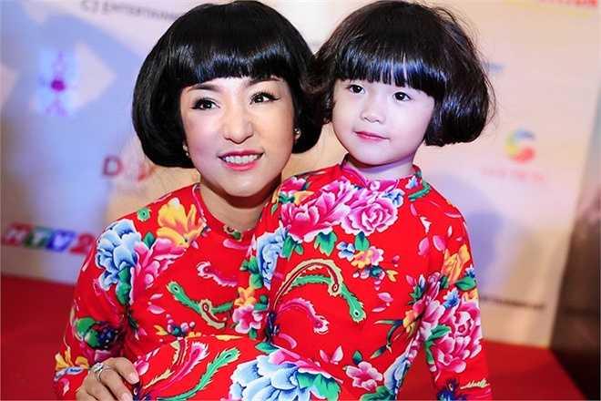 Cô con gái 4 tuổi của Thúy Nga ngày càng xinh xắn, đáng yêu. Hiện bé chủ yếu sống tại Mỹ. Thời gian này Thúy Nga đưa con gái về Việt Nam dự ra mắt phim mẹ đóng.