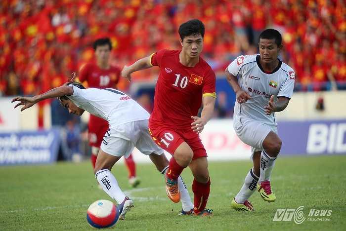 Nhưng cũng chỉ 2 phút sau, tận dụng sai lầm của hàng thủ U23 Myanmar, Thanh Bình đã đưa U23 Việt Nam vượt lên dẫn 2-1.