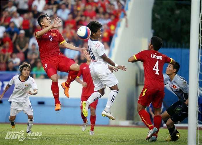 Họ liên tục gây sức ép lên khung thành Minh Toàn của U23 Việt Nam.