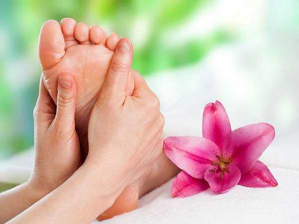 Hiện tượng giữ nước: Trong thời kỳ mãn kinh, hiện tượng mất cân bằng hormone xảy ra khiến nước giữ lại trong lòng bàn tay và bàn chân. Ăn sô cô la sẽ giúp khắc phục việc lưu trữ chất lỏng này và bổ sung bromine làm giảm sưng phù.