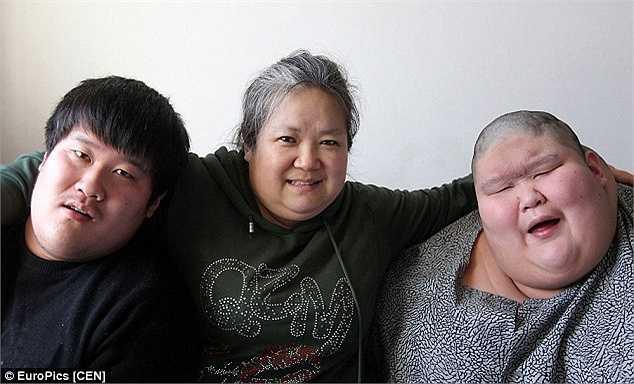 Năm 1994, bà Ma Zhiqui sinh hạ hai cậu con trai trong niềm hạnh phúc ngập tràn. Nhưng trớ trêu, cả hai đứa bé đều mắc chứng bệnh bại não.