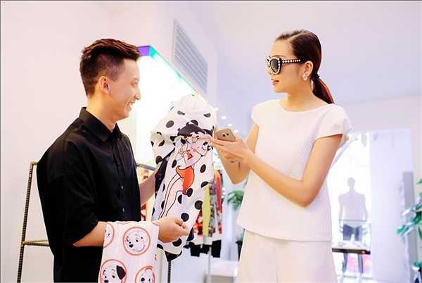 Khởi đầu bằng giải thưởng Hoa hậu báo Phụ nữ Việt Nam qua ảnh 2002, Thanh Hằng bắt đầu bước vào nghề người mẫu.