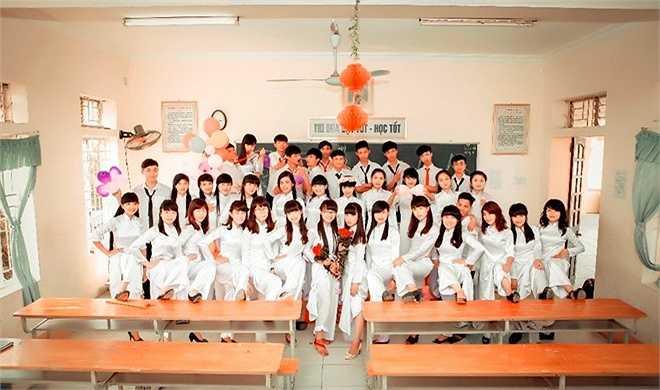Nam thanh, nữ tú trong bộ áo dài và đồng phục quen thuộc. Đại diễn lớp cho biết, tất cả học sinh lớp 12A3 đã sẵn sàng đương đầu với kỳ thi sắp tới. (Nguồn: Zing)