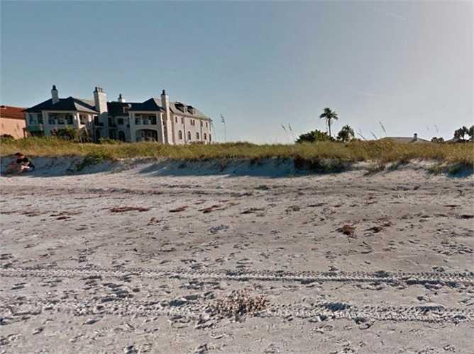 Năm 2011, cô mua một ngôi nhà hướng ra biển trị giá 8,8 triệu USD tại quê hương Clearwater, Florida