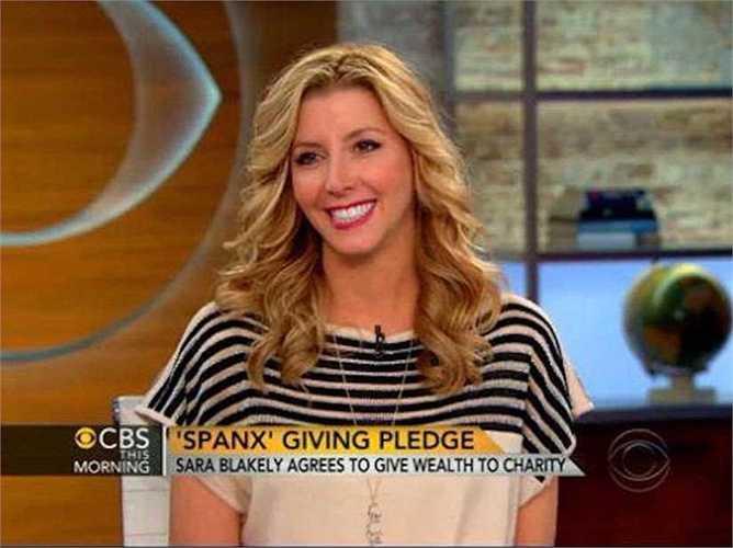 Cô cũng tổ chức nhiều chương trình khác nhằm hỗ trợ phụ nữ và thiện nguyện như 'Sara Blakely Foundation' năm 2006, 'The Giving Pledge' năm 2013.