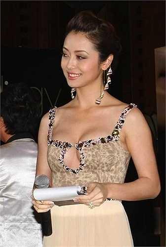 Jennifer Phạm từng là một trong những kiều nữ thường xuyên diện những trang phục vô cùng táo bạo.