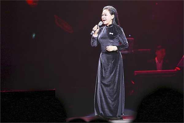 Dù phải luyện tập căng thẳng như thật trong suốt những ngày qua, nhưng Khánh Ly cùng 4 nữ ca sĩ Ánh Tuyết, Hồng Nhung, Mỹ Linh, Uyên Linh, vẫn gửi tới trọn vẹn khán giả Live Concert hoành tráng trong suốt 3 giờ đồng hồ tại Trung Tâm Hội nghị Quốc Gia Hà Nội.
