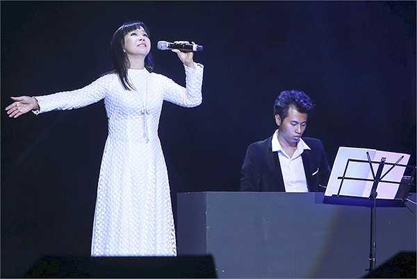 1 trong những nữ  ca sĩ đã rất lâu rồi mới có mặt tại Hà Nội, đó chính là Ánh Tuyết. Ánh Tuyết trình diễn lại 2 ca khúc đã từng làm nên tên tuổi của mình, đó là Niệm khúc cuối, và đặc biệt là Ôi mê ly, và cuối cùng là ca khúc Đời đá vàng của nhạc sĩ Vũ Thành An