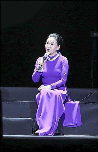 'Về đây nghe em' hay 'Nỗi nhớ mùa đông' chính là cảm xúc đang dâng trào, khiến cho Khánh Ly nhiều lần có những đoạn dừng đắt giá trong phần biểu diễn