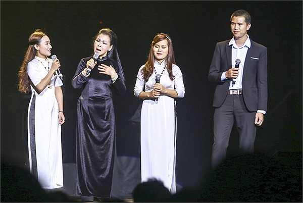 Khánh Ly không hát toàn bộ chương trình như các chương trình trước, mà bà dành lại phần lớn thời gian cho các ca sĩ hát nhạc Trịnh của các thế hệ đi sau như Ánh Tuyết, Hồng Nhung, Mỹ Linh và Uyên Linh.