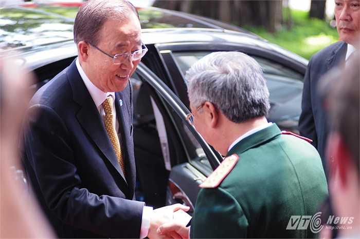 Thượng tướng Nguyễn Chí Vịnh, Thứ trưởng Bộ Quốc phòng đón Tổng thư ký Liên Hợp Quốc Ban Ki Moon