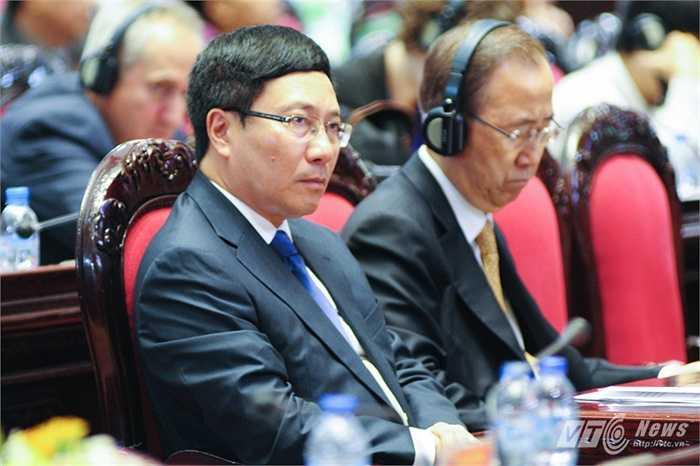 Đến tham dự hội nghị có Phó Thủ tướng Phạm Bình Minh, Bộ trưởng Bộ Ngoại giao