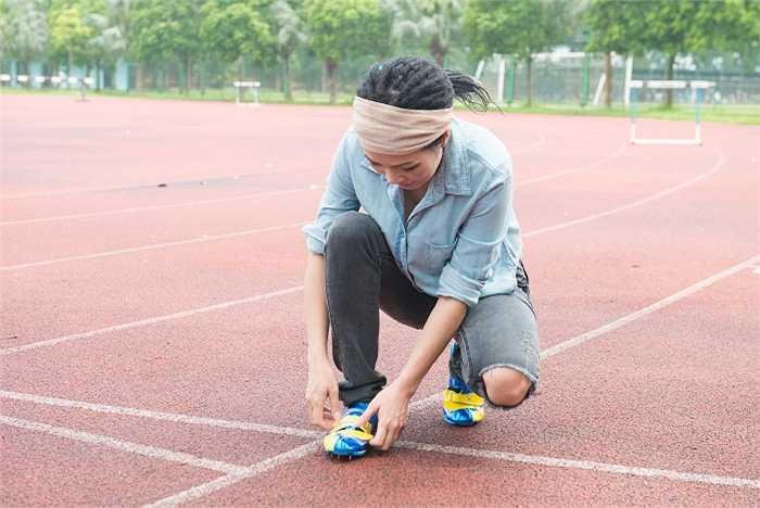 Trong vai trò đại sứ Sea games của đoàn thể thao Việt Nam ở Sea games 28 Singapore, nữ ca sĩ đã đến thăm hỏi, tặng quà và động viên tinh thần cho các vận động viên trước giờ lên đường thi đấu.