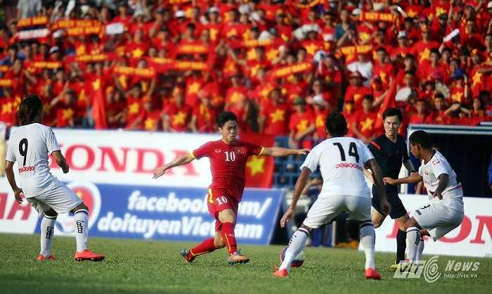 Công Phượng cũng có màn 'lên đồng' khi đột phá từ giữa sân để mở tỷ số cho U23 Việt Nam. (Ảnh: Quang Minh)