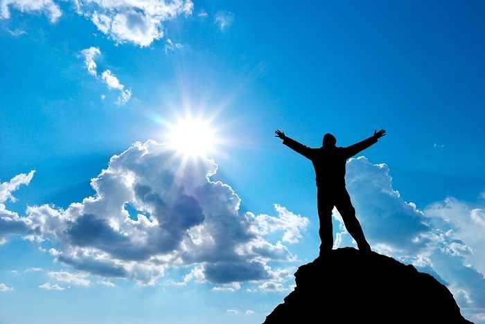 15. Hãy nhớ rằng người không mắc sai lầm là người khó có thể thành công. Vì vậy trước khi trở nên hoàn hảo thì bạn cần phải học cách 'tận dụng' cuộc sống này để chinh phục được đỉnh vinh quang của chính cuộc đời mình.