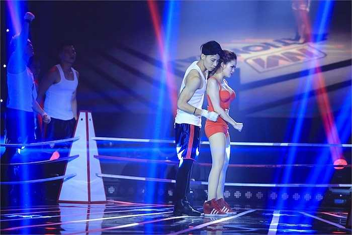 Trong liveshow R&B, Thuỷ Top chọn ca khúc của chính mình - 'Ký ức của tôi' để thể hiện.