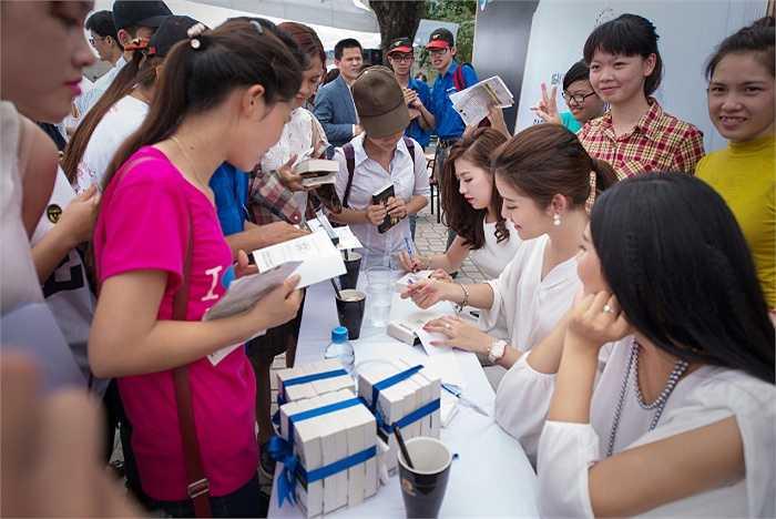 Đây là chương trình ý nghĩa của các người đẹp tới sinh viên trên địa bàn Hà Nội.
