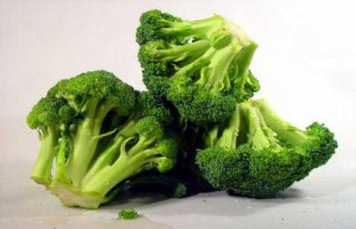 Bông cải xanh: Bạn nên ăn 5- 7 phần trái cây và rau mỗi ngày, và đây là nguồn tốt cung cấp vitamin, khoáng chất và chất xơ hơn so với các nguồn khá. Nhưng hãy cấn thận, nếu nấu quá kỹ thì sẽ giảm vitamin và khoáng chất.