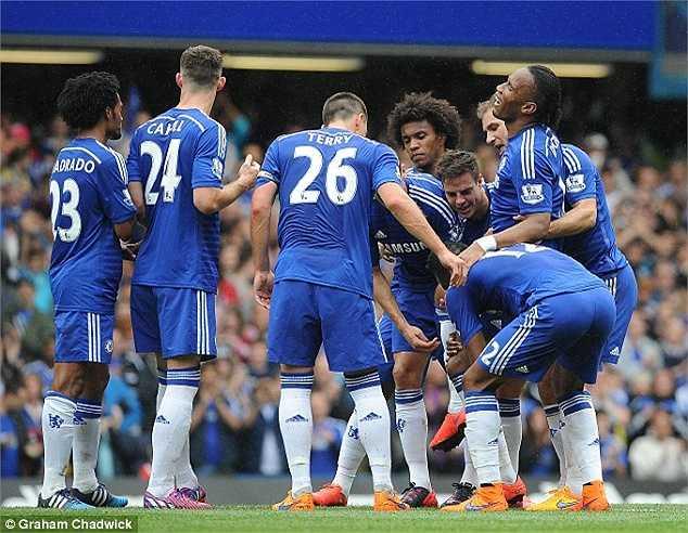 'Mọi cổ động viên đều hiểu tình yêu tôi dành cho Chelsea và hi vọng, tôi sẽ trở lại đội trong một ngày gần nhất, ở một vai trò mới', Drogba tâm sự.