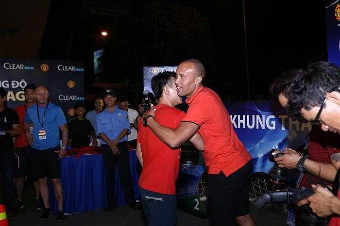 Kết thúc sự kiện, Silvestre và Bailey hứa sẽ 'nỗ lực hết sức mình mang Man Utd tới với Việt Nam'.