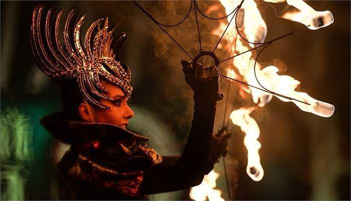 Các vòng quay lửa trong lễ hội