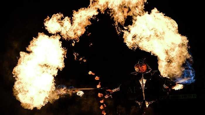 Những cuộn lửa khiến người xem trầm trồ