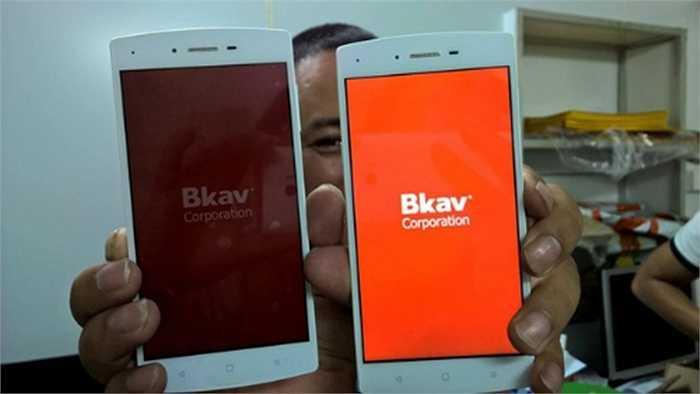 Hôm 22/5, hình ảnh về smartphone đình đám của BKAV bất ngờ xuất hiện trên một diễn đàn, tuy nhiên, đây chỉ là bản prototype dùng để thử nghiệm tính năng của sản phẩm chứ không phải bản chính thức.