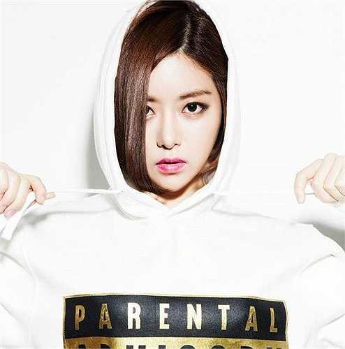 Nhờ sở hữu gương mặt xinh xắn, ngoại hình thu hút, cùng khả năng chơi nhạc ấn tượng, DJ Soda thường xuyên được mời biểu diễn tại các bar sang trọng ở khu phố Gangnam, Hongdae như Octagon, MadHolic… Sở trường âm nhạc của cô là funk và hiphop.