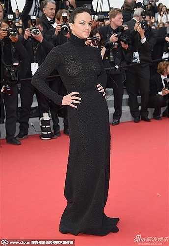 Diễn viên, nhà biên kịch Michelle Rodriguez diện sắc đen.