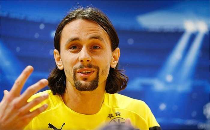 Mats Hummels có thể đã từ chối Man Utd nhưng Dortmund vẫn còn Subotic. 'Vidic mới' hoàn toàn có thể khỏa lấp chỗ trống mà người đàn anh Serbia để lại