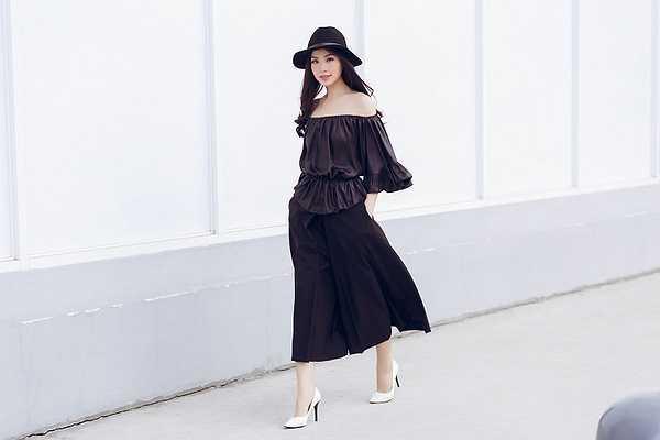 Sở hữu làn da trắng hồng cùng vóc dáng cao ráo, Diễm Trang rất tự tin thử nghiệm với nhiều loại trang phục khác nhau.