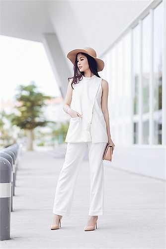 Chia sẻ về phong cách thời trang của bản thân, Diễm Trang tâm sự: 'Tôi yêu thích sự thanh lịch, tinh tế pha lẫn chút sexy từ thần thái. Với tôi dù đi đâu, làm gì bạn đều phải thật chỉn chu'