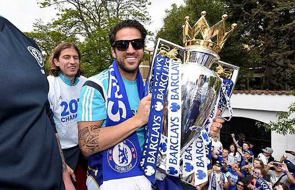 Fabregas thi đấu ấn tượng, góp công lớn vào chức vô địch Ngoại hạng Anh của Chelsea.