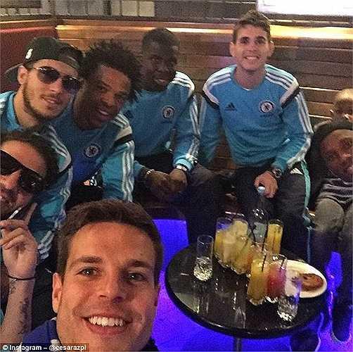 Các cầu thủ Chelsea tự thưởng cho mình sau chiến công đình đám