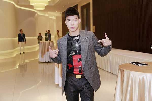 Luôn 'biến hoá' phong cách trong mỗi lần xuất hiện, Nathan Lee khẳng định gu thẩm mỹ đẳng cấp khi anh tham gia một sự kiện lớn chiều qua tại TP.HCM.
