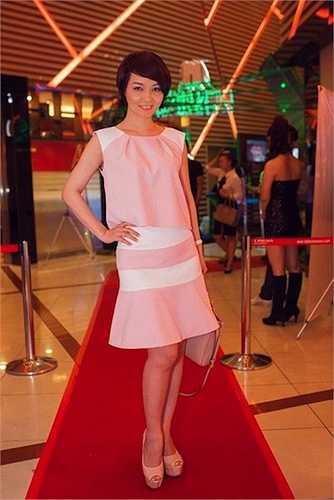 Nữ doanh nhân, diễn viên thường xuất hiện với những gam màu 'nũng nịu'.