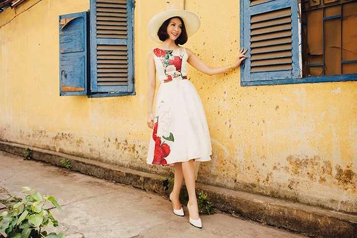 MC Thanh Mai nổi tiếng với tài ăn nói khéo léo và kinh doanh giỏi giang, cô tự tin diện đồ như thuở 18.