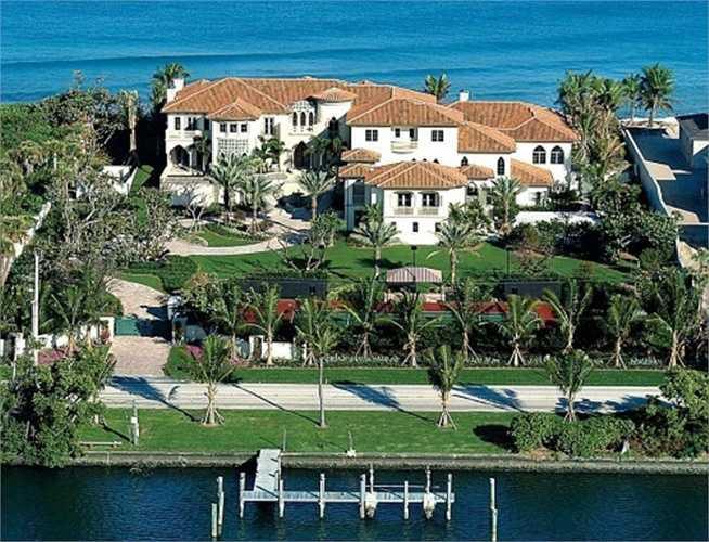 10. The Manalapan Residence. Tọa lạc trên 2,4 hecta dải đất chạy dọc bờ biển vàng của Florida với 14 phòng ngủ, 24 phòng tắm, 18 gara ô tô và khu vui chơi Grand Rotunda rộng 571 m2, khu biệt thự trị giá đến 135 triệu USD