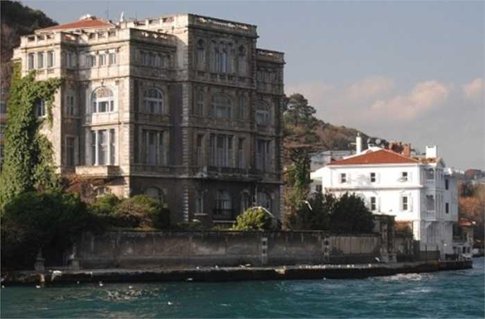 5. Biệt thự Waterfront. Nằm ở Istanbul, Thổ Nhĩ Kỳ, biệt thự Waterfront đã có 150 tuổi và là một trong những địa điểm đáng nhớ khi đến Thổ Nhĩ Kỳ. Giá trị hiện nay của khu biệt thự này khoảng 159 triệu USD.