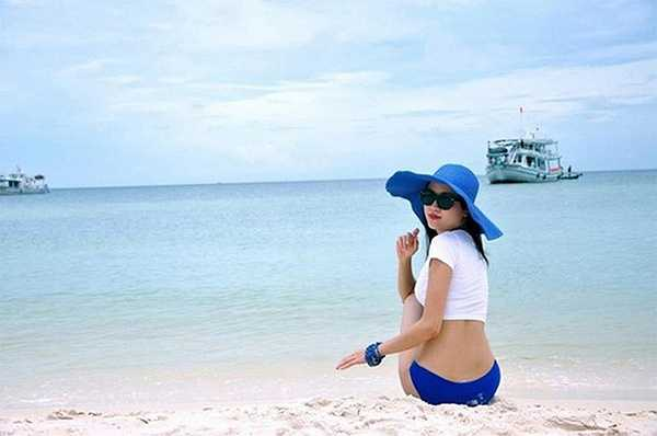 Thân hình chuẩn đồng hồ cát của nữ BTV xinh đẹp khiến nhiều người ngưỡng mộ.