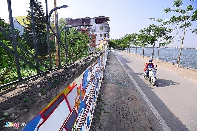 Chiều 26/5, trao đổi với PV nhà sư trụ trì chùa Thiên Niên khẳng định, việc vẽ graffiti lên tường nhà chùa như vậy là hành động thiếu ý thức, vi phạm nơi tôn nghiêm, không phù hợp với văn hóa và tín ngưỡng Phật giáo.